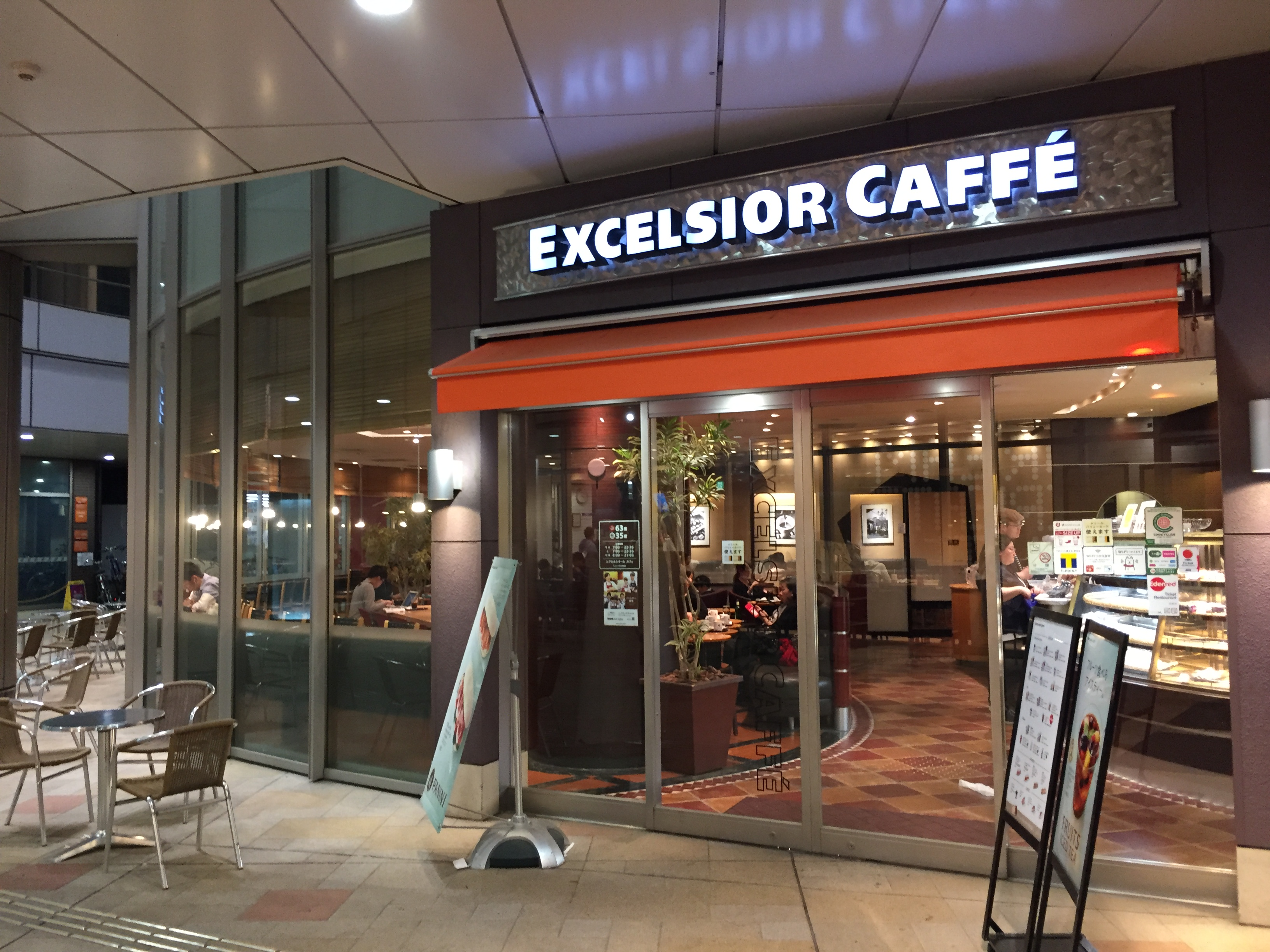 川崎駅中央西口 電源カフェ エクセルシオールカフェ ミューザ川崎店