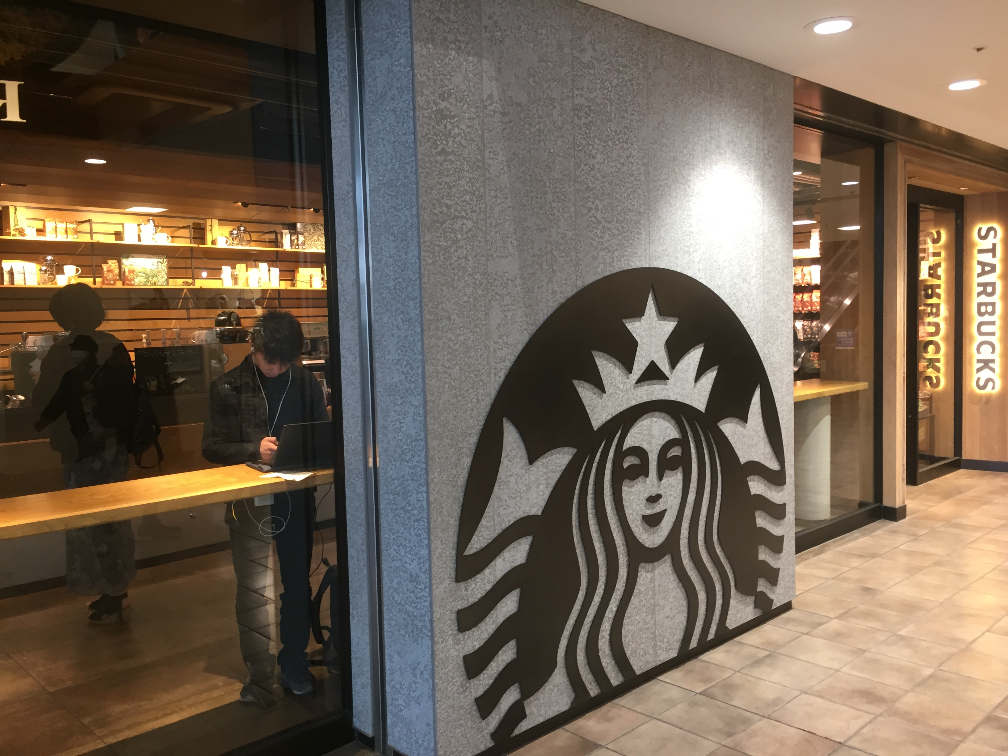 渋谷駅 電源カフェ スターバックスコーヒー 渋谷マークシティ店 Wi-Fi